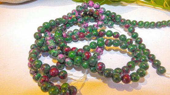 zoïsite rubis perles