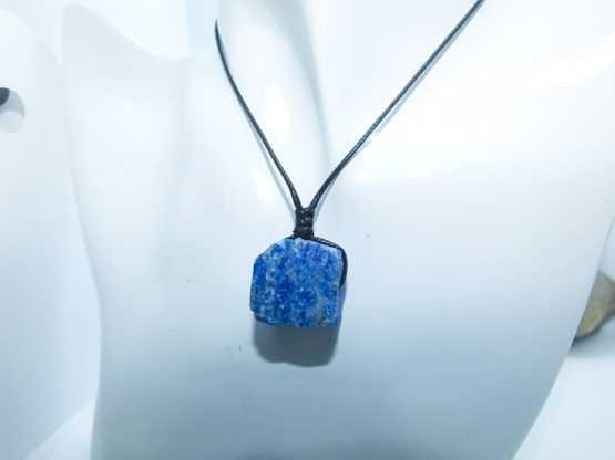 pendentif pierre bleue naturelle